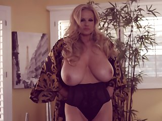 Orgasm craving blonde Kelly Madison is stand in want a solo set-to